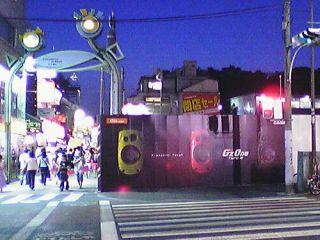 明治通り側壁面広告.3色勢揃い