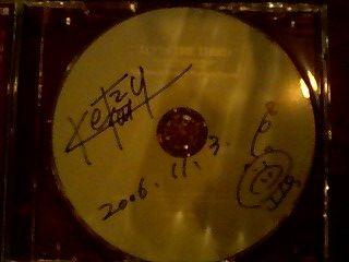 大野さんは,CDにサインと日付と豚の落書きをしてくれました.