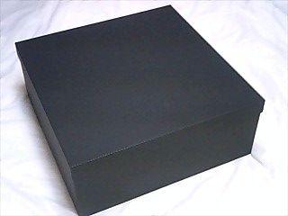 黒い蓋付きの箱.