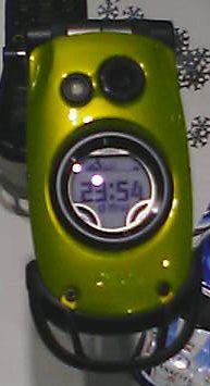 カラーバリエーション:グリーンフラッグ.表示はデジタル時計.