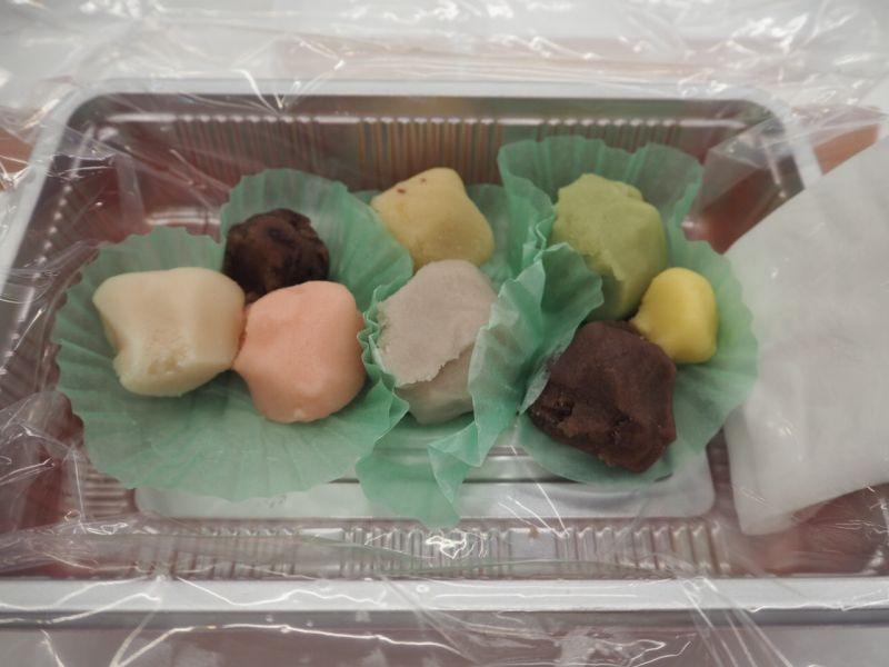 1つのお菓子の材料ごとに紙カップで分けられていて至れり尽くせり.