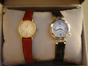 前に使っていた腕時計と並べてみました.