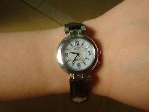 腕時計を着けたところ